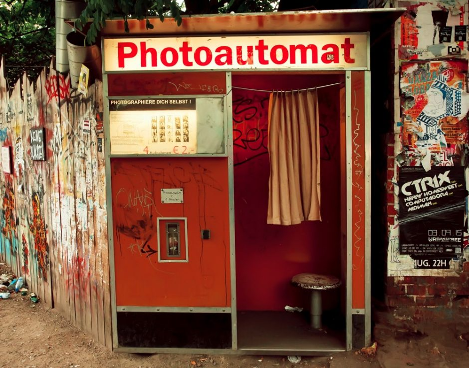 alter roter Fotoautomat